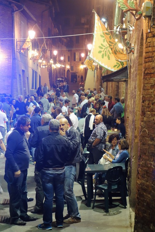 exclusive-opportunity-to-join-a-siena-contrada-dinner